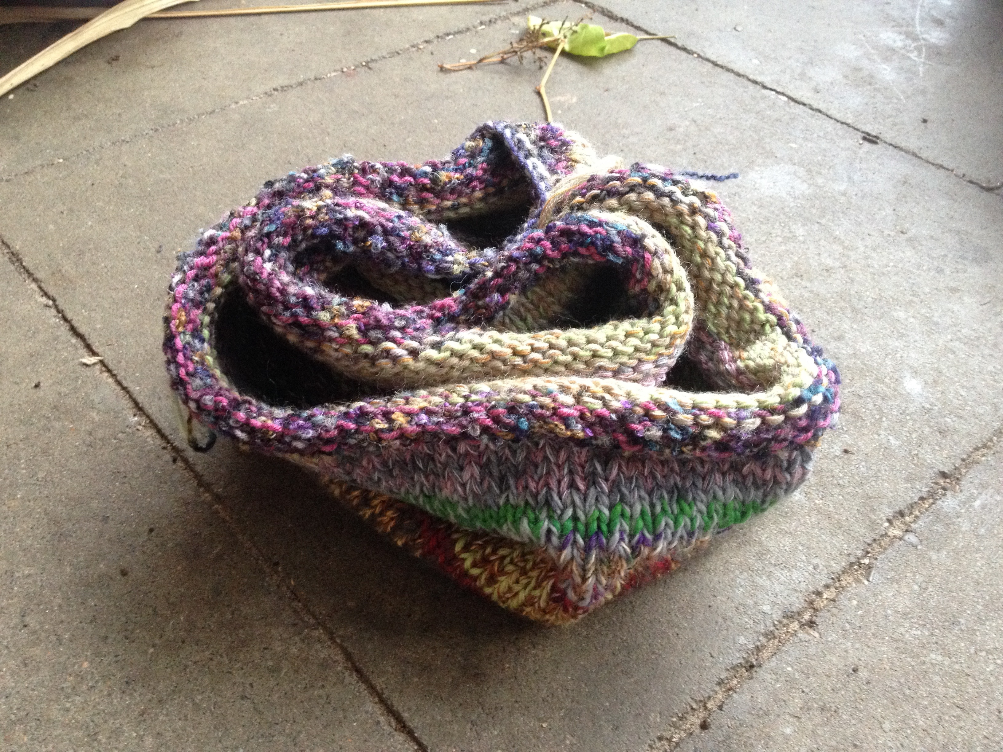 Handmade Rainbow Multicolor Schal Loop aus Recycling Wolle_4