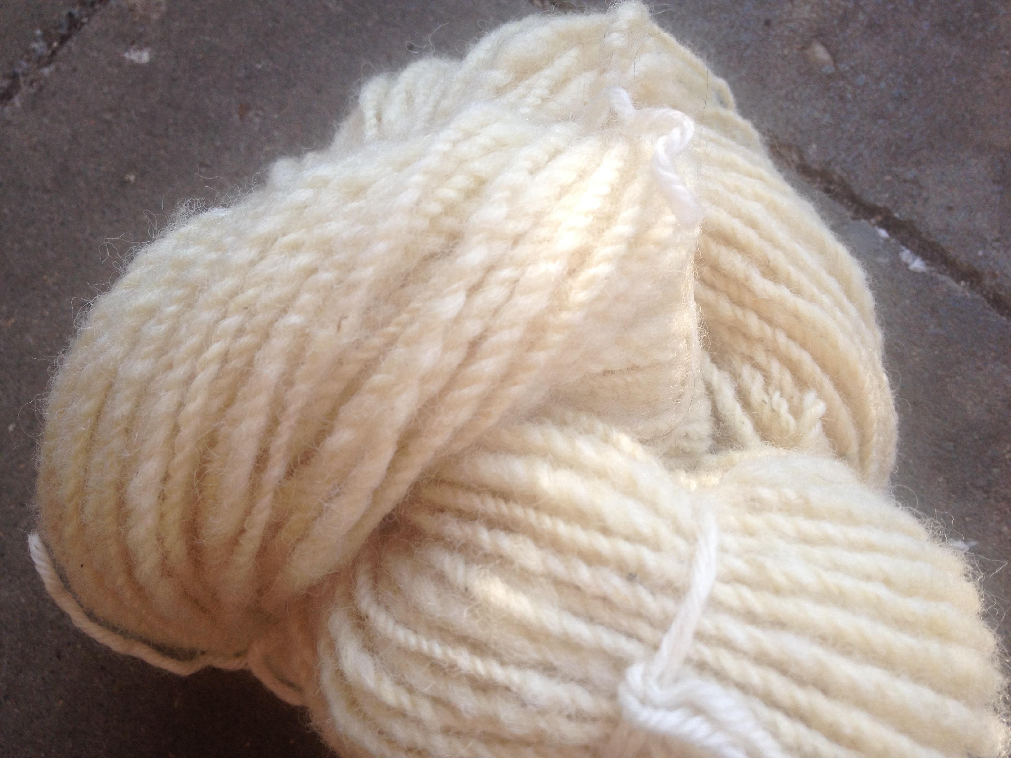 Art Yarn, handgesponnene Wolle, Garn, Merinowolle, Schafwolle, Naturwolle, Vintage, Boho, elfenbeinfarben