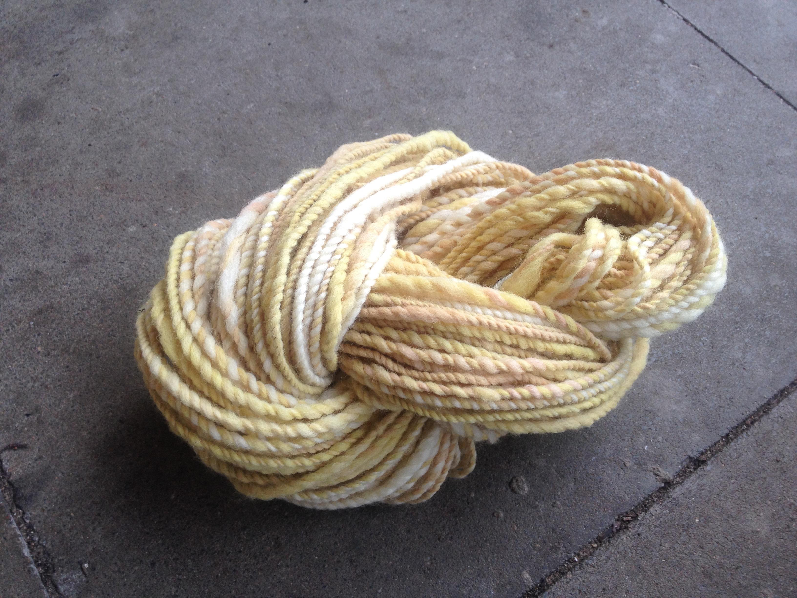 Art Yarn, handgesponnene Wolle, Garn, Merinowolle, Schafwolle, Naturwolle, Vintage, Boho, gelb, weiss